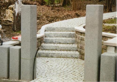 Granit- Stelen
